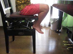 ピアノの弾く時の悪い足2