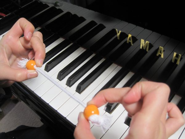 丸カンを使ったピアノの指トレーニング