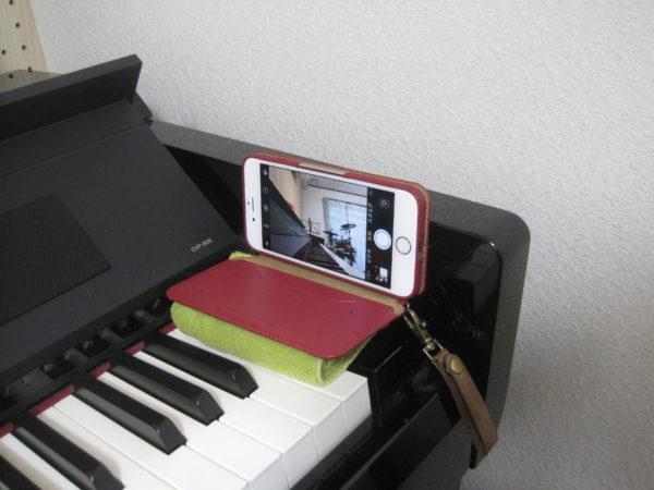 ピアノの鍵盤をうつすスマホの置き方